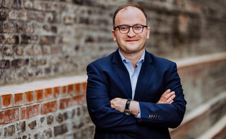 """""""Beim Zustand der deutschen Banken wird einem mulmig"""" – Raisin-Gründer Tamaz Georgadze im FinanceFWD-Podcast"""