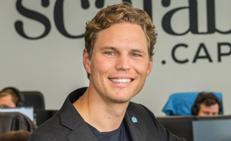"""""""Man saß da schon auf einem hohen Ross"""" – Scalable-Gründer Erik Podzuweit im FinanceFWD-Podcast   FinanceFWD"""